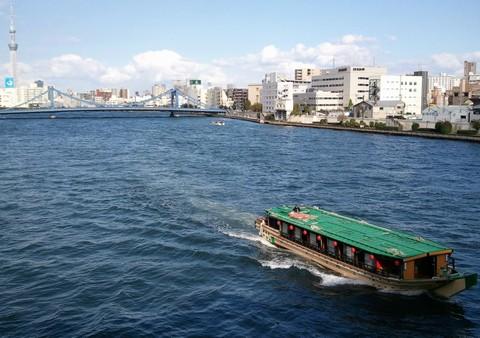 清洲橋と屋形船